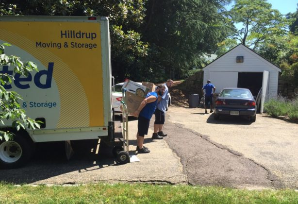 Hilldrup team unloading items from truck