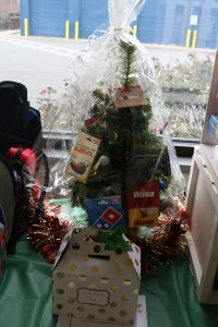 Christmas tree with giftcards on it