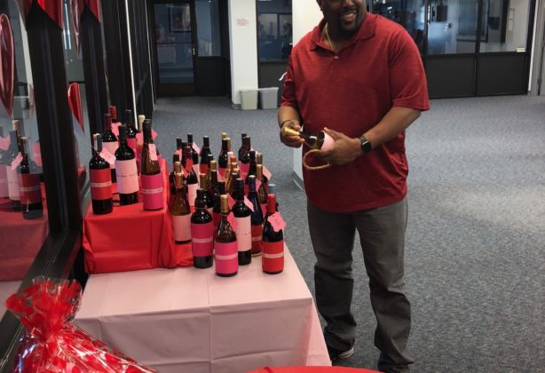 Hilldrup employee participating in Valentine's Day activity