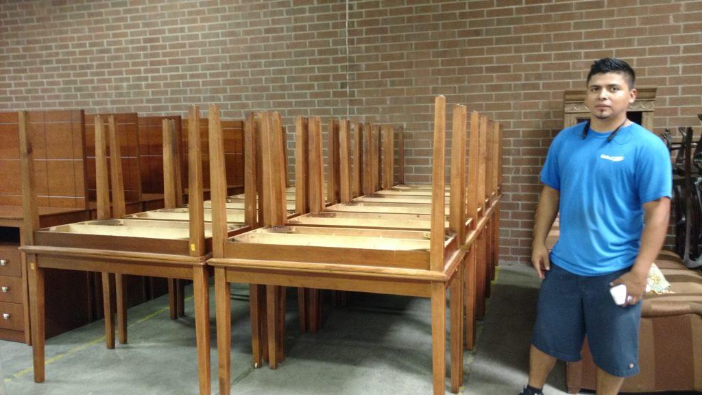 Hilldrup employee next to furniture