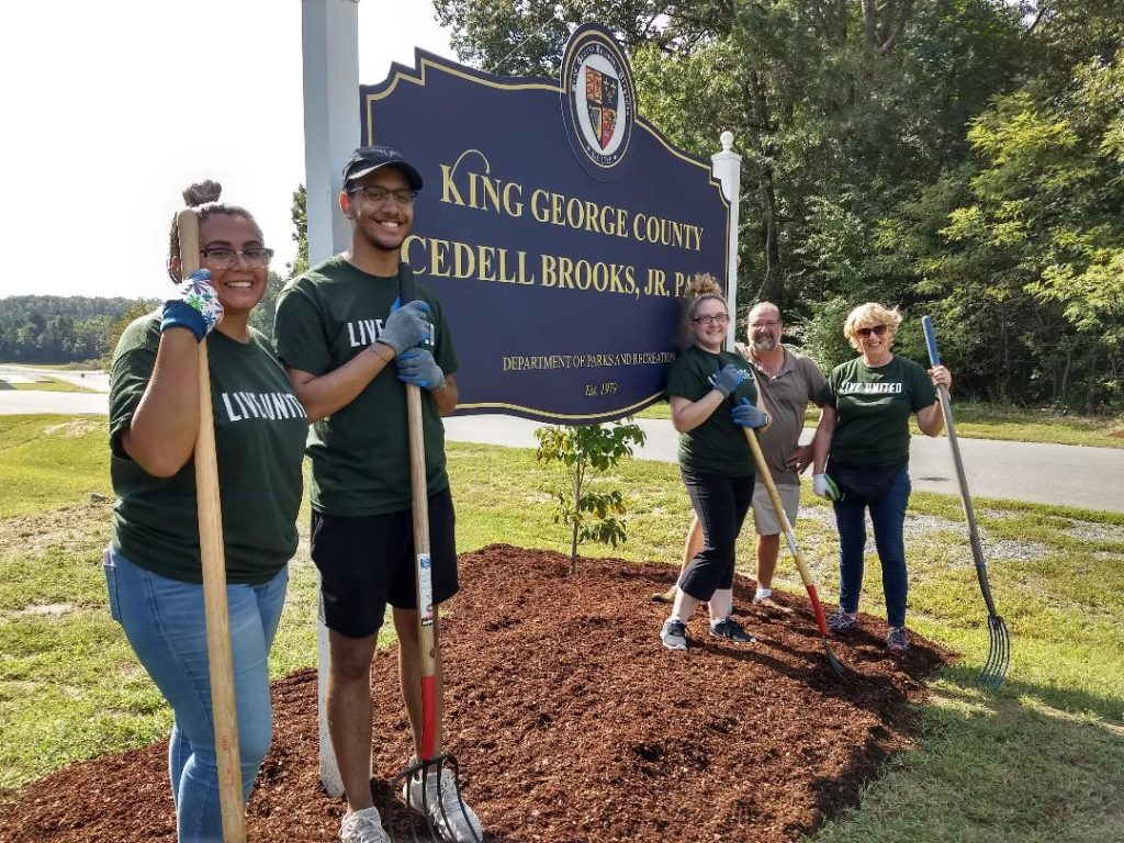 Hilldrup employees participate in landscaping efforts to support local park